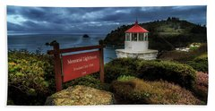 Bath Towel featuring the photograph Trinidad Memorial Lighthouse by James Eddy