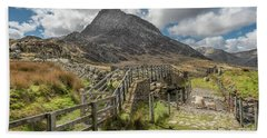 Bath Towel featuring the photograph Tryfan And The Ogwen Valley by Adrian Evans