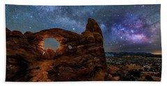 Turret Arch Under The Milky Way Bath Towel