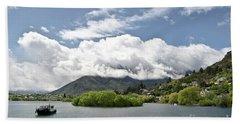 ueenstown New Zealand. Remarkable ranges and lake Wakatipu. Bath Towel