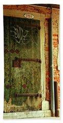 Hand Towel featuring the photograph Venetian Graffiti by Anne Kotan