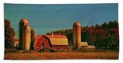 Hand Towel featuring the photograph Vermont Autumn Barn by Deborah Benoit