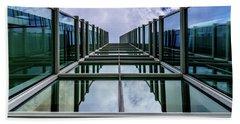 Hand Towel featuring the photograph Vertical Horizon by Randy Scherkenbach