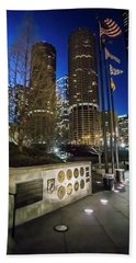 Veteran's Memorial On The Chicago Riverwalk At Dusk Bath Towel