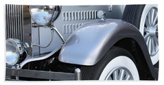 Bath Towel featuring the photograph Vintage Car by Mary-Lee Sanders