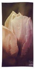 Vintage Tulip Bath Towel by Mary-Lee Sanders