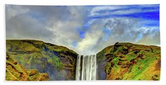 Hand Towel featuring the photograph Watermall And Mist by Scott Mahon