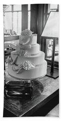 Wedding Cake Bw Series 0956 Bath Towel