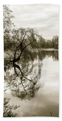 Weeping Willow Tree In The Winter Bath Towel