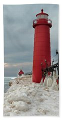 Winter At Grand Haven Lighthouse Bath Towel