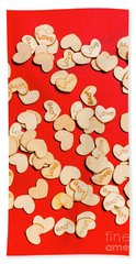 Wooden Notes Of Red Sentiment Bath Towel