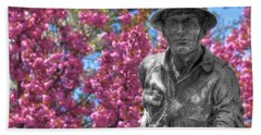 Bath Towel featuring the photograph World War I Buddy Monument Statue by Shelley Neff