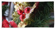 Hand Towel featuring the photograph Wreath by Shana Rowe Jackson