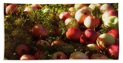Apples On The Grass Bath Towel