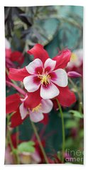 Aquilegia Swan Red And White Flower Bath Towel