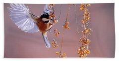 Bird Eating On The Fly Bath Towel