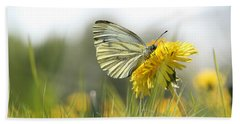 Butterfly On Dandelion Bath Towel
