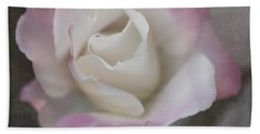 Creamy White Center By Tl Wilson Photography Bath Towel