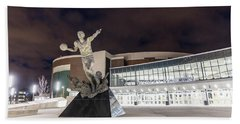 Magic Johnson Statue At Michigan State University  Hand Towel