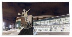 Magic Johnson Statue At Michigan State University  Bath Towel