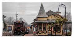 New Hope Train Station At Christmas Hand Towel