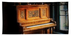 Old Wooden Piano Bath Towel