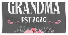 Promoted To Grandma Est 2020 Mothers Day New Grandma T-shirt Hand Towel