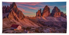 Red Evening On Tre Cime Di Lavaredo Bath Towel