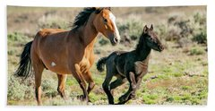 Running Wild Mustangs - Mom And Baby Hand Towel