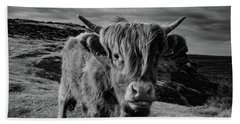 Saying Hello To A Highland Cow At Baslow Edge Black And White Bath Towel