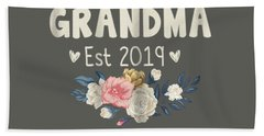 Womens Promoted To Grandma Est 2019 Mothers Day New Grandma T-shirt Hand Towel
