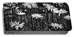 Black And White Daisies Portable Battery Charger