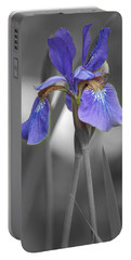 Black And White Purple Iris Portable Battery Charger