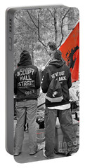 Portable Battery Charger featuring the photograph Che At Occupy Wall Street by Lilliana Mendez