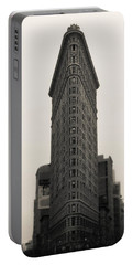 Flatiron Building - Nyc Portable Battery Charger