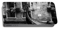 Gondola In Venice Bw Portable Battery Charger