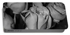 Black And White Roses Portable Battery Charger