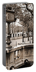 Metro Franklin Roosevelt - Paris - Vintage Sign And Streets Portable Battery Charger