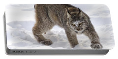 Snow-shovelling Lynx Portable Battery Charger