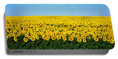 Sunflower Field, North Dakota, Usa Portable Battery Charger