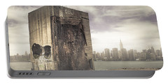 Apocalypse Brooklyn Waterfront - Brooklyn Ruins And New York Skyline Portable Battery Charger