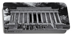 Lincoln Memorial In Black And White Portable Battery Charger