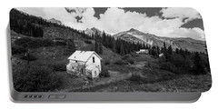 Abandoned Home In Silverton In Black And White Portable Battery Charger