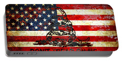 American Flag And Viper On Rusted Metal Door - Don't Tread On Me Portable Battery Charger