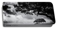Beach Kauai Hawaii Film Noir Black And White 7r2_dsc4530_01112018 Portable Battery Charger