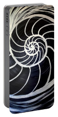 Black And White Nautilus Spiral Portable Battery Charger
