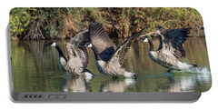 Canada Geese 5659-092217-1cr-p Portable Battery Charger