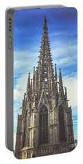 Portable Battery Charger featuring the photograph Catedral De Barcelona by Colleen Kammerer