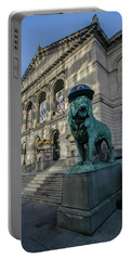 Chicago's Art Institute With Cubs Hat Portable Battery Charger