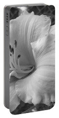 Daylily Delight In Black And White Portable Battery Charger